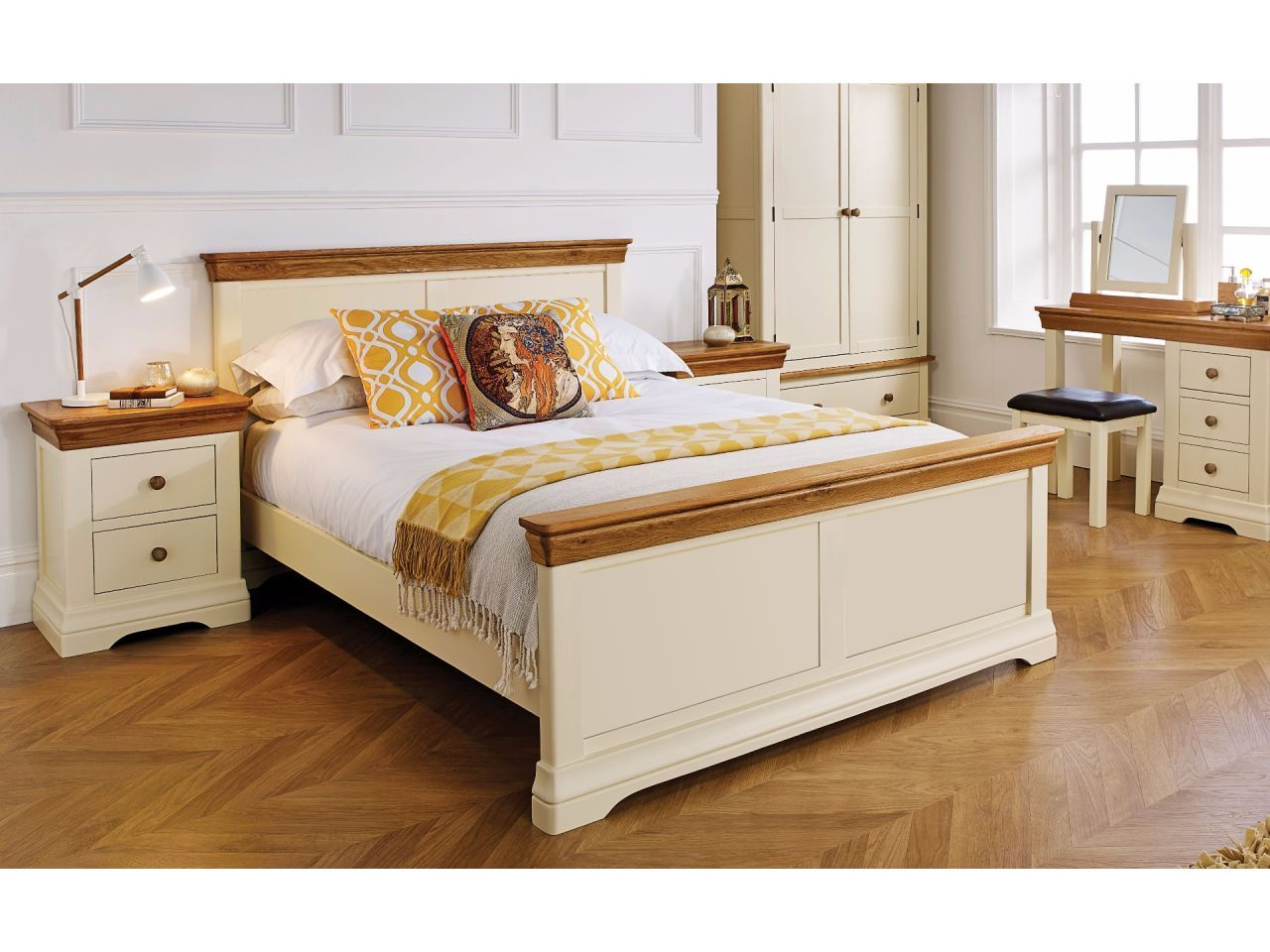 Farmhouse Country Oak Cream Painted 5 Foot King Size Bed Spring