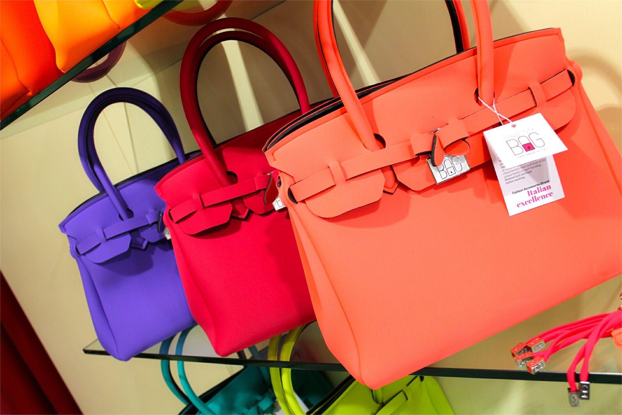 Rendi il tuo stile unico con la collezione di borse Save My Bag! Hai già visto tutti i colori primaverili? ? Disponibili su www.RICCISHOP.it ...