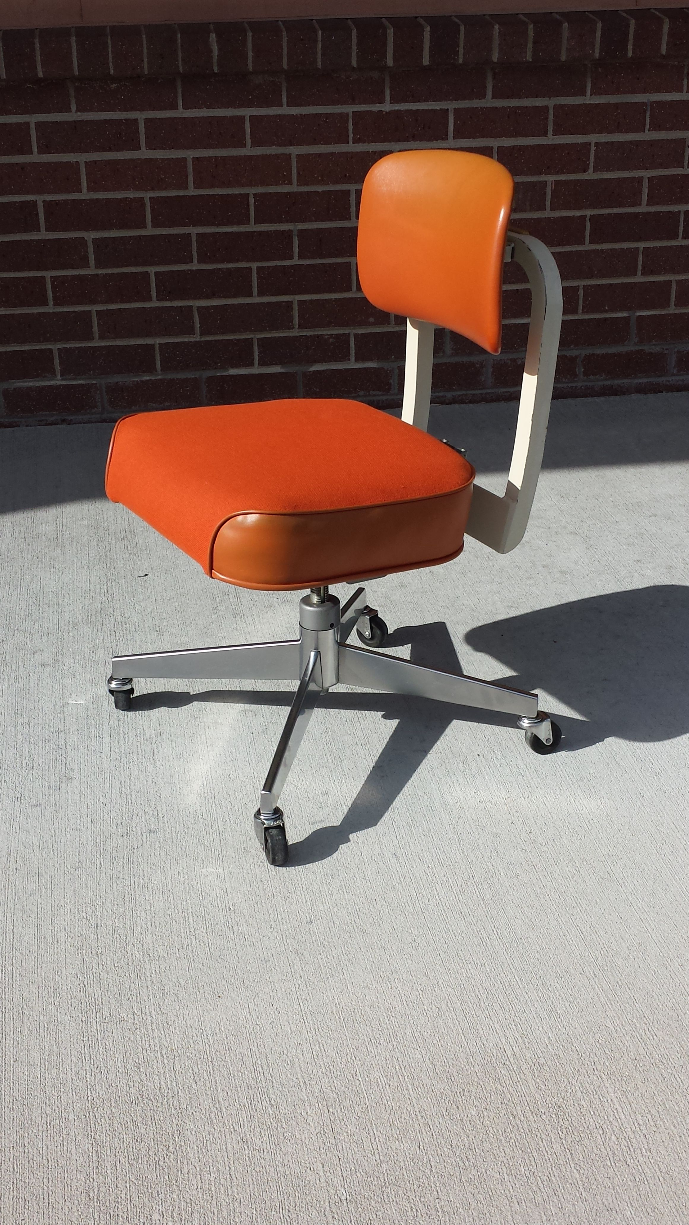 2f4929e41214d Vintage 1970's Orange Steelcase Office Chair | Office Chairs ...
