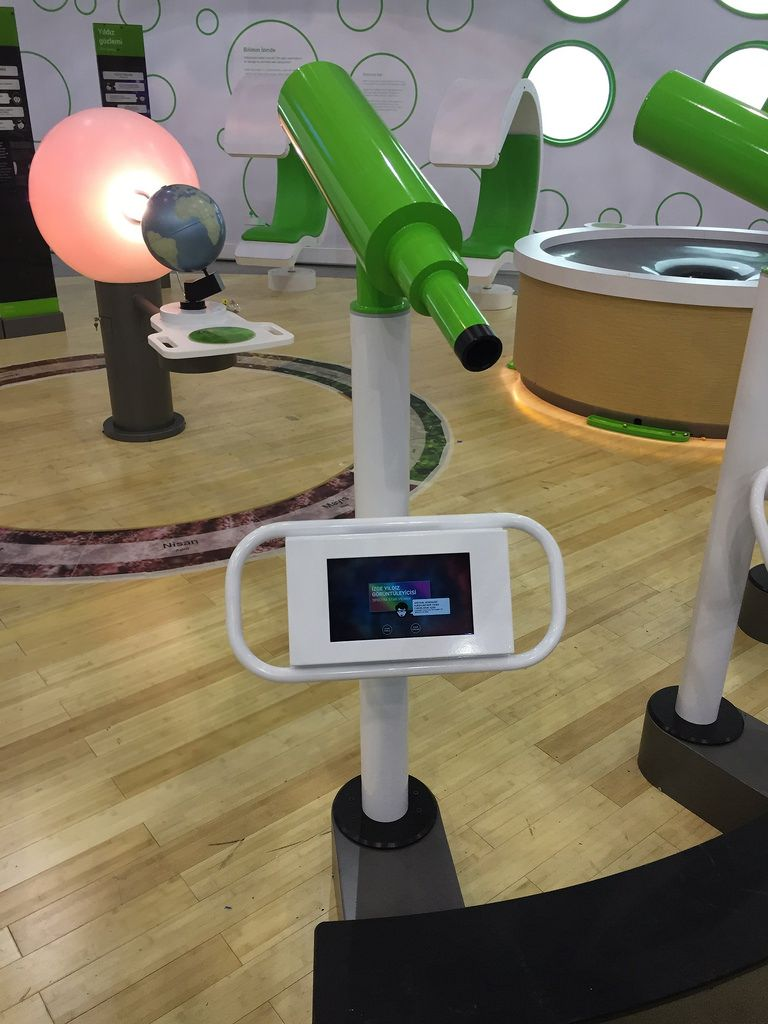 Exploratorium Collaboration Exploratorium Interactive Table Interactive