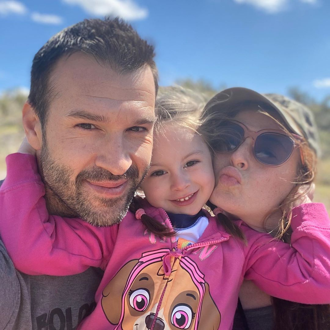 "Rachel Reilly on Instagram: ""Things to not take for granted a simple hug 🤗 a silly kiss 💋 Important things in life spending time with family 💕 #familygoals #familytime…"""