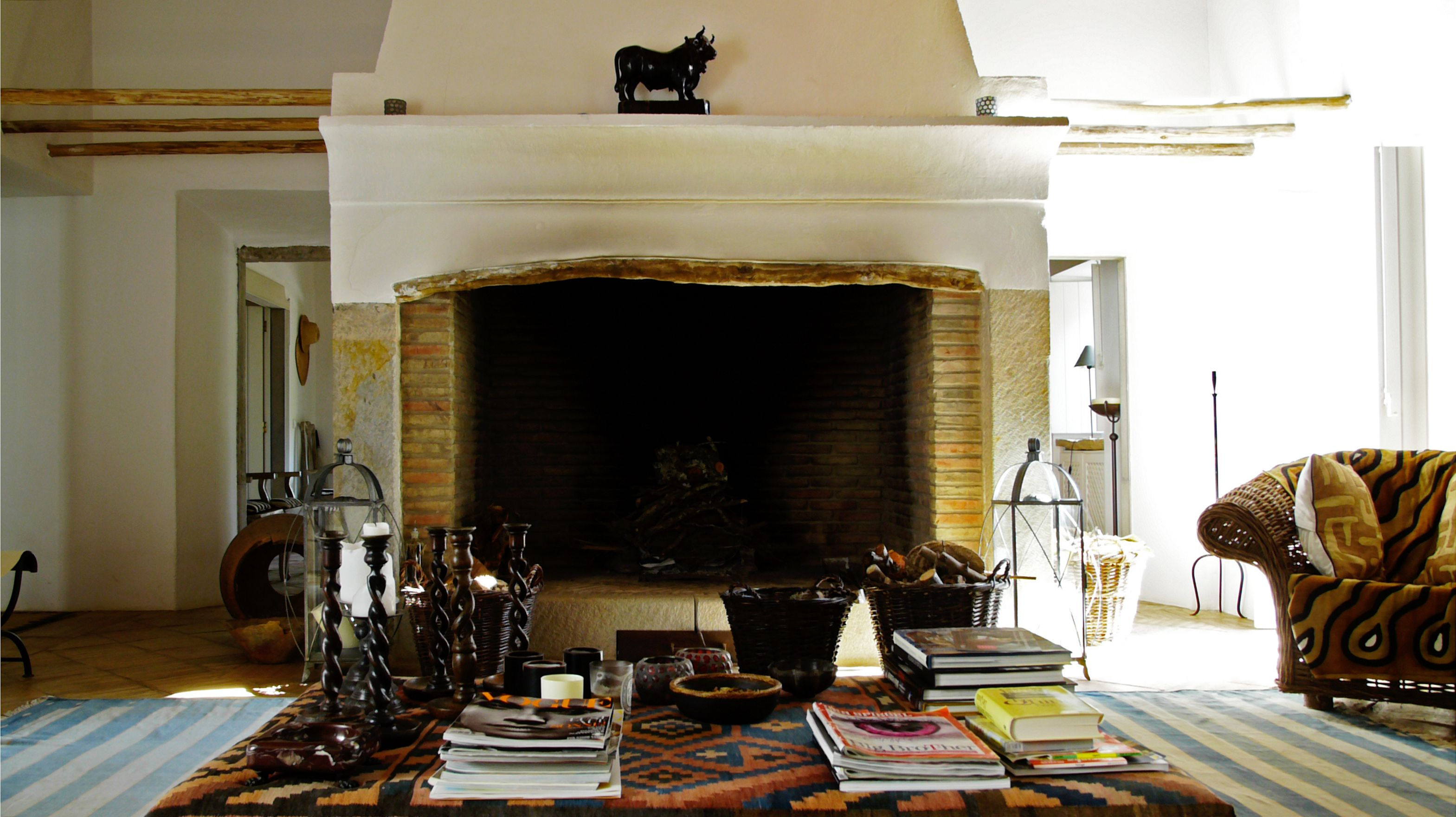 MONTE DA PALMEIRA Living Room with large fireplace