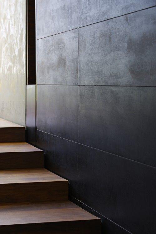 Dark steel wall - Contemporary house, Boston - by Maryann Thompson Architects.