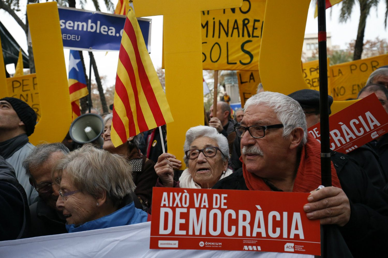 Catalan parliament speaker in court over secession debate