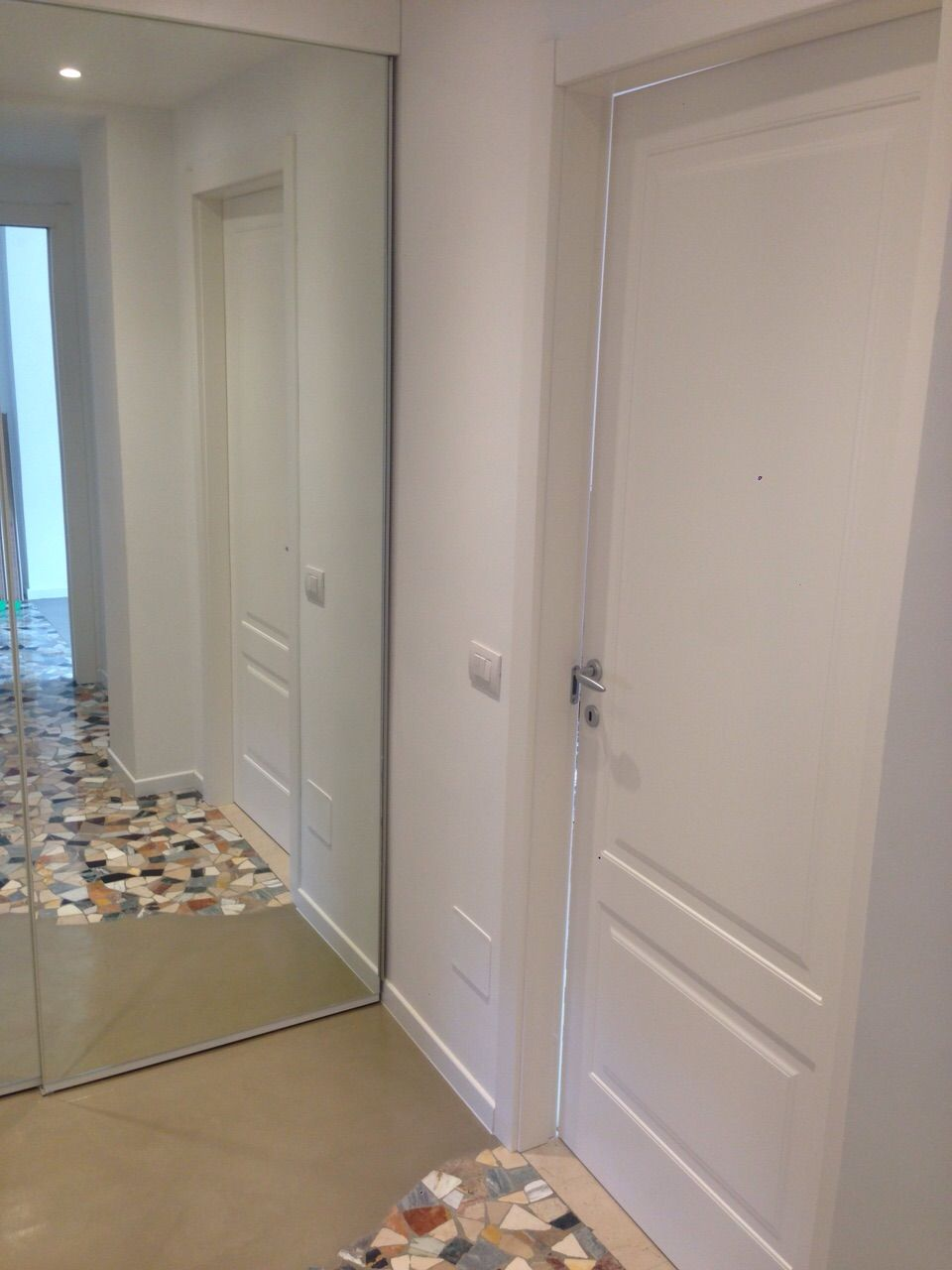 Porte bugnate bianche eleganti porte bianche interni for Case bianche moderne