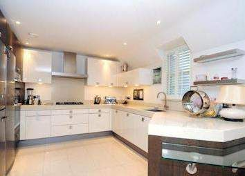 2 Bedroom Flat In Esher, United Kingdom (MD2405904) -  #Apartment for Sale in Surrey, Surrey, United Kingdom - #Surrey, #UnitedKingdom. More Properties on www.mondinion.com.