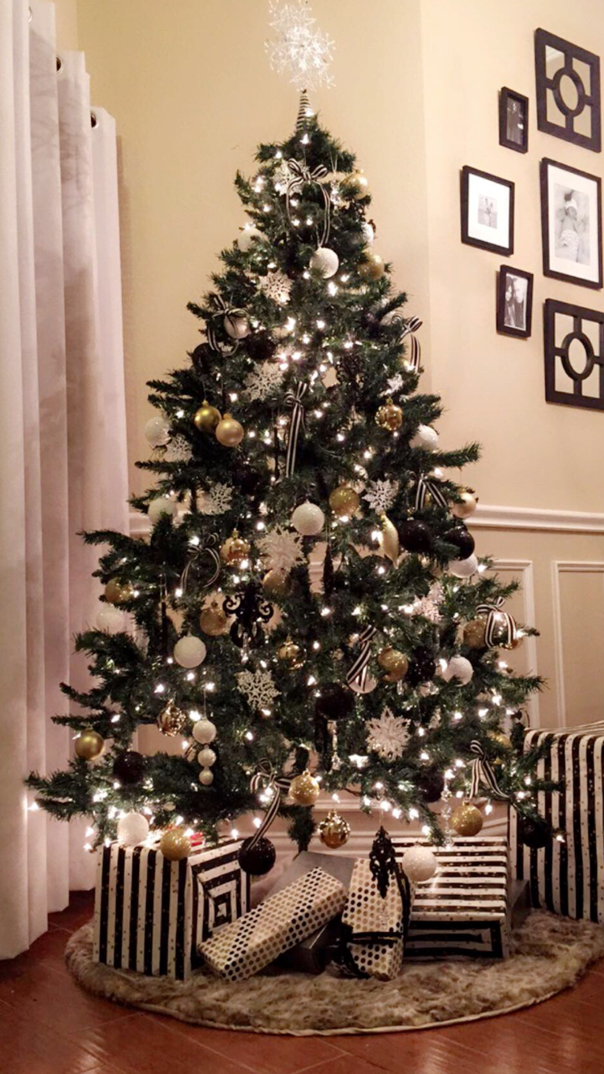 Black White And Gold Christmas Tree Really Had Fun With This One Gold Christmas Decorations Christmas Tree Inspiration White Christmas Tree Decorations