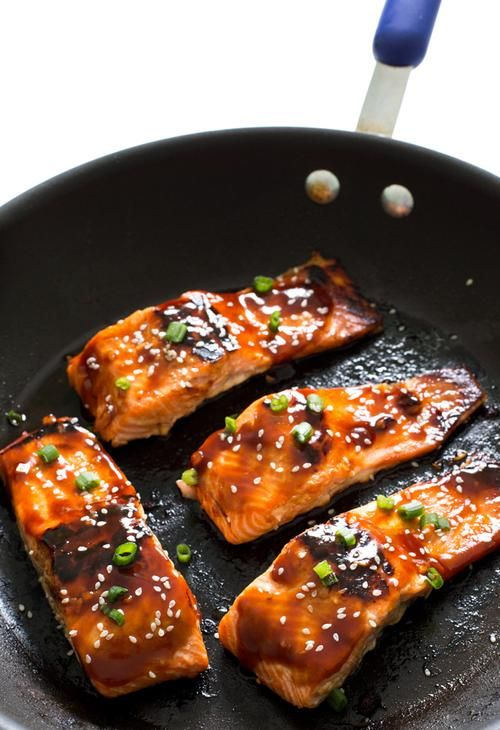 Honey Sriracha Salmon | A super easy and healthy dinner. Serve with rice and veggies to make it a meal! @chefsavvy