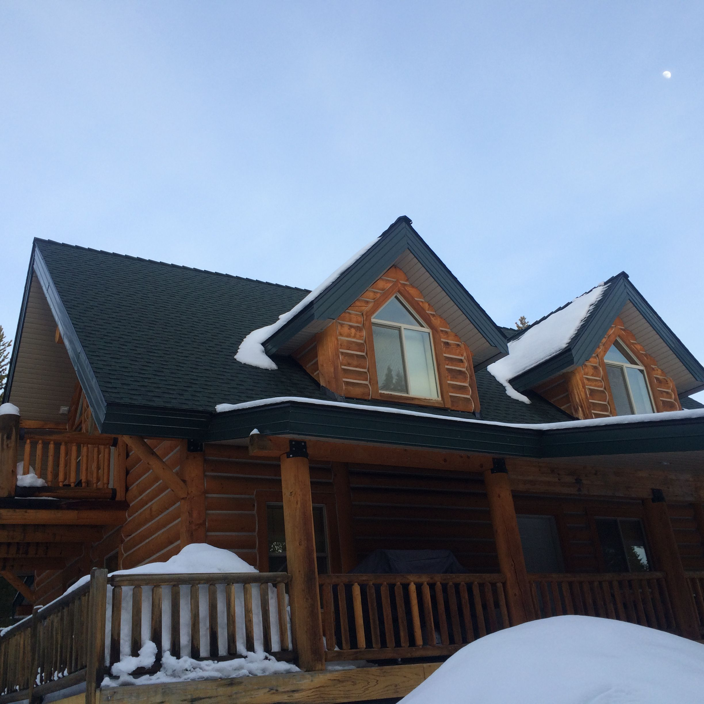 Hunter green timberline hd gaf shingles installed on a cabin