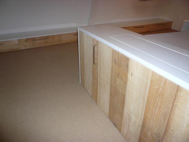slaapkamer ladekast en tv-meubel met lift | iep meubelmakers, Deco ideeën