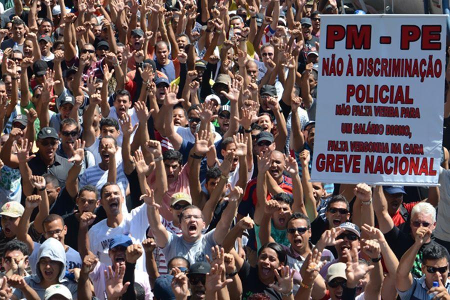 Militares de Pernambuco são multados em mais de R$1 milhão por greve | #AdvocaciaGeralDaUnião, #Bombeiros, #Manifestação, #PajeúDaGente, #Pernambuco, #PolíciaMilitar, #VitorVieira