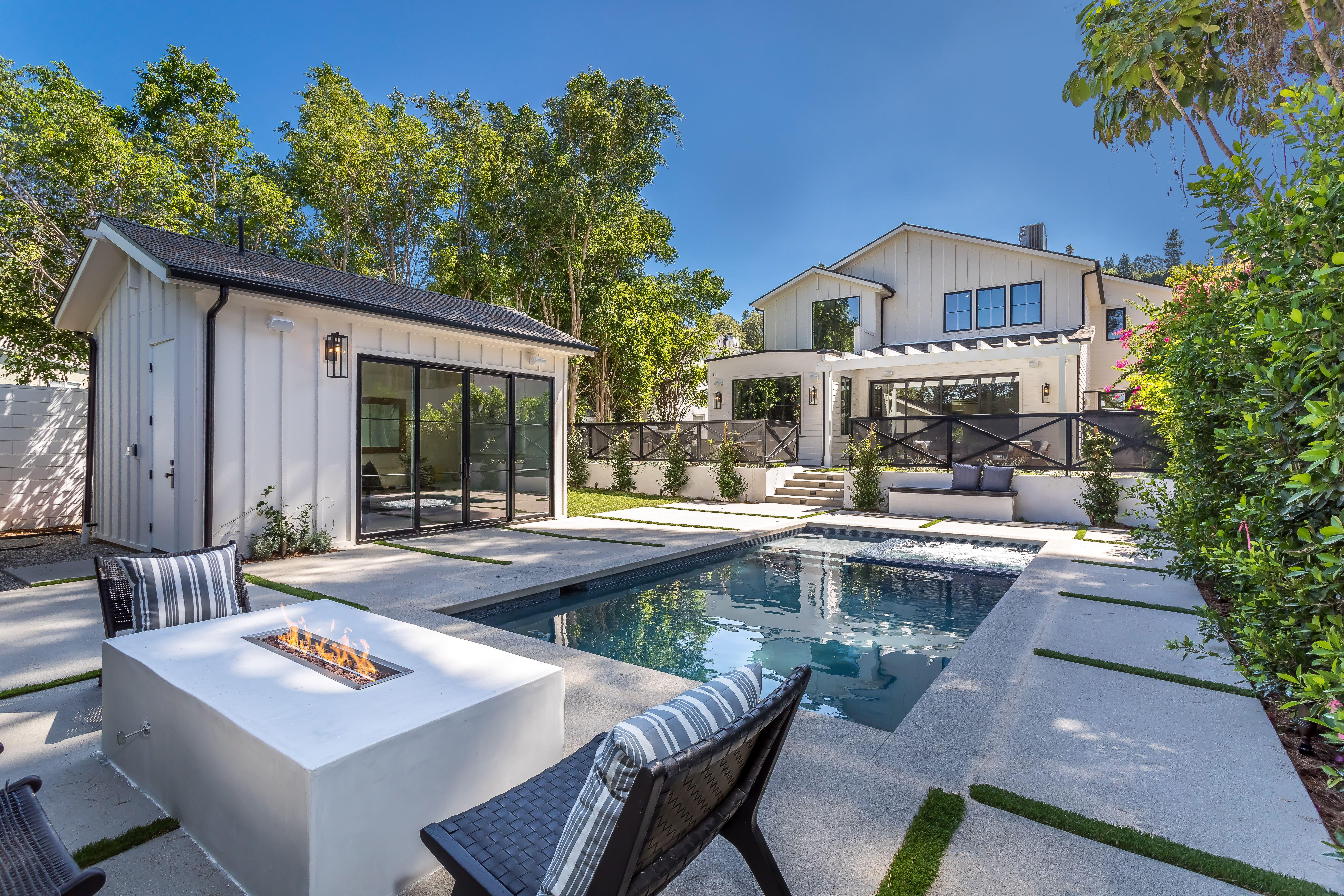 15125 Valley Vista Blvd Sherman Oaks Ca 91403 In 2020 Oaks House California Homes Dream House
