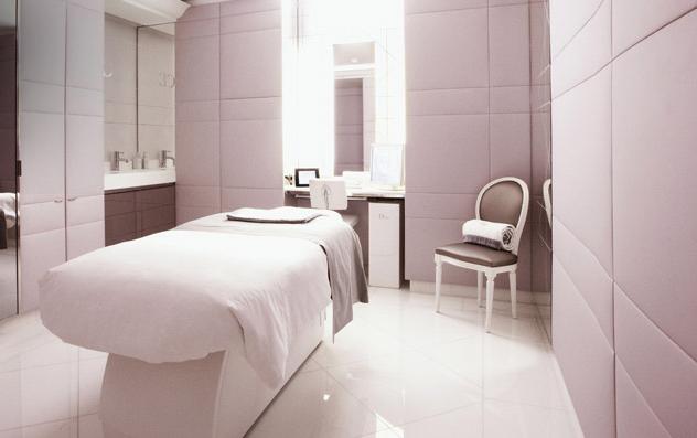 Spa Haute Couture Institut Dior In The Hotel Plaza Athenee Home Spa Room Spa Decor Spa Treatment Room