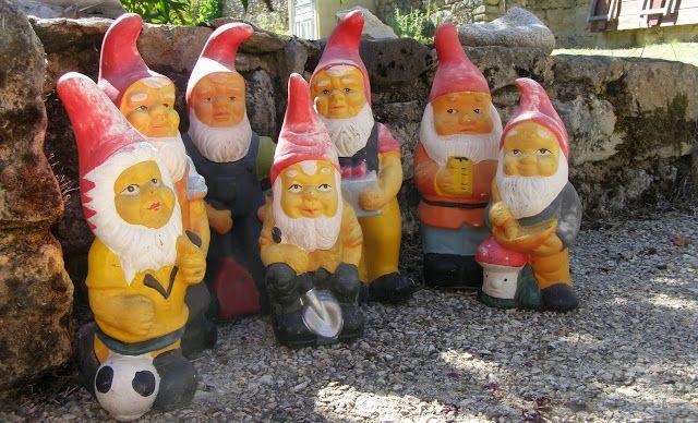 Garden gnomes in the Perigord