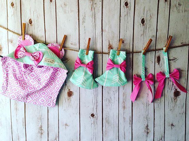 Babyzimmer mint ~ Tula baby carrier accessories fletcher mint arrows pink ruffles