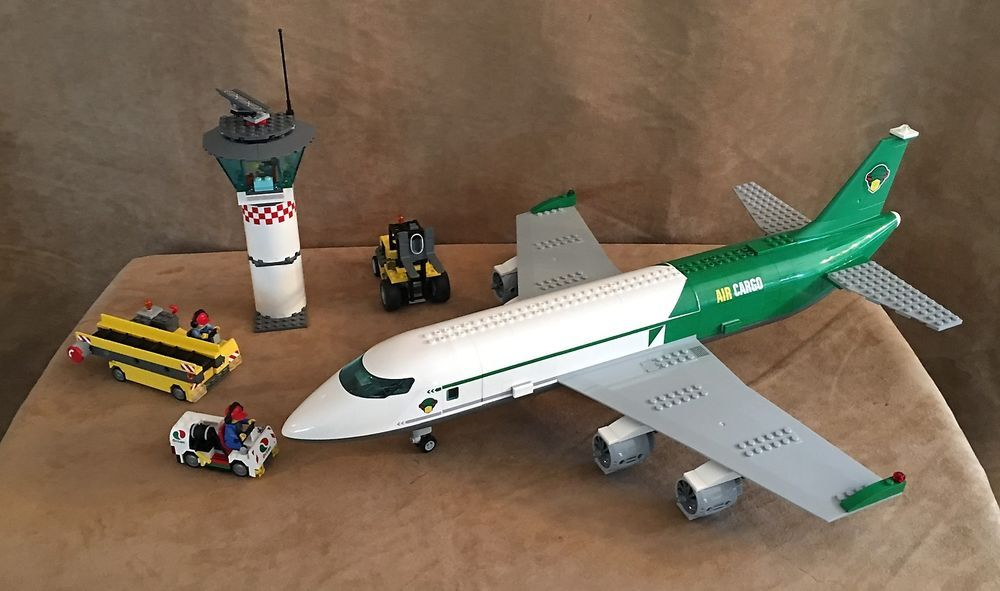 60022 LEGO Complete City Cargo Terminal Airport airplane green plane