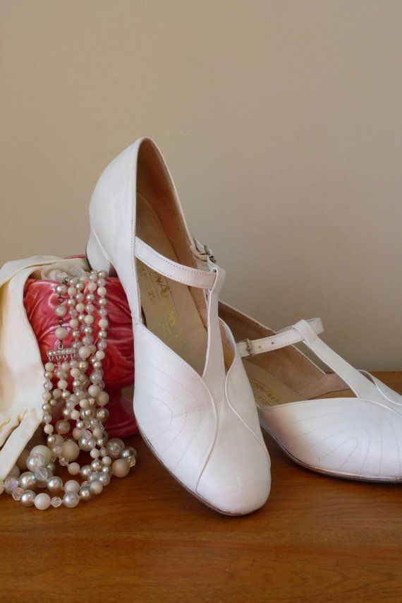 c655cabdd6d51 Vintage Women White Leather Wedding Shoes by inVintageCondition ...