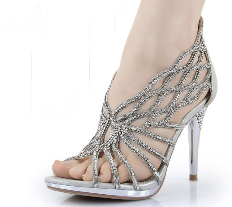 0d0de273880f2 11 awesome silver wedding shoes (3)