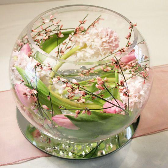 goldfischglas mit blumen und wasser deko tischdeko. Black Bedroom Furniture Sets. Home Design Ideas