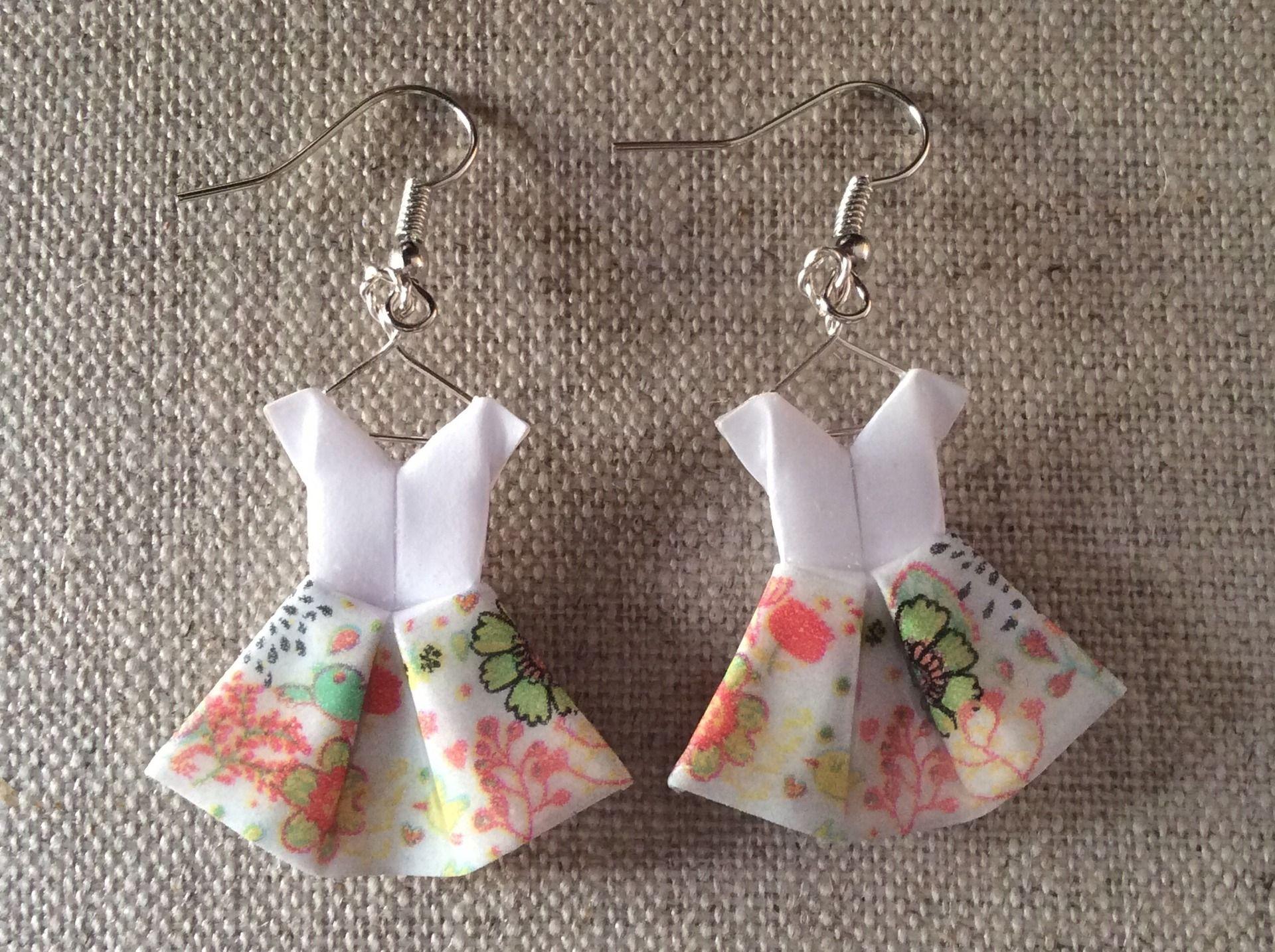 Boucles d 39 oreille robes fleurs en origami fleur en origami origami et oreilles - Robe en origami ...