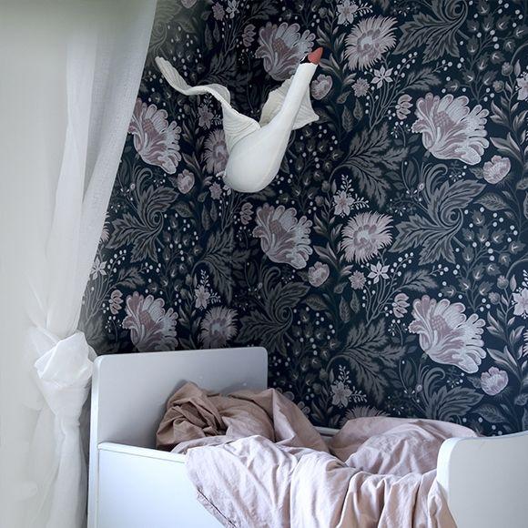 papier peint grosses fleurs ava bleu et rose de sandberg. Black Bedroom Furniture Sets. Home Design Ideas