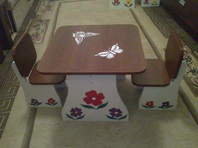 Детский комплект для двух малышей, столик и два стульчика.