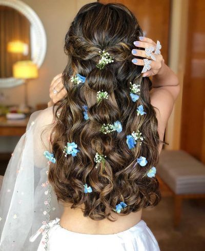 Why Flowers In Open Hair Are The Best Way To Add A Touch Of Glam In Your Mehendi Hairstyle Indian Wedding Hairstyles Open Hairstyles Bridal Hairdo