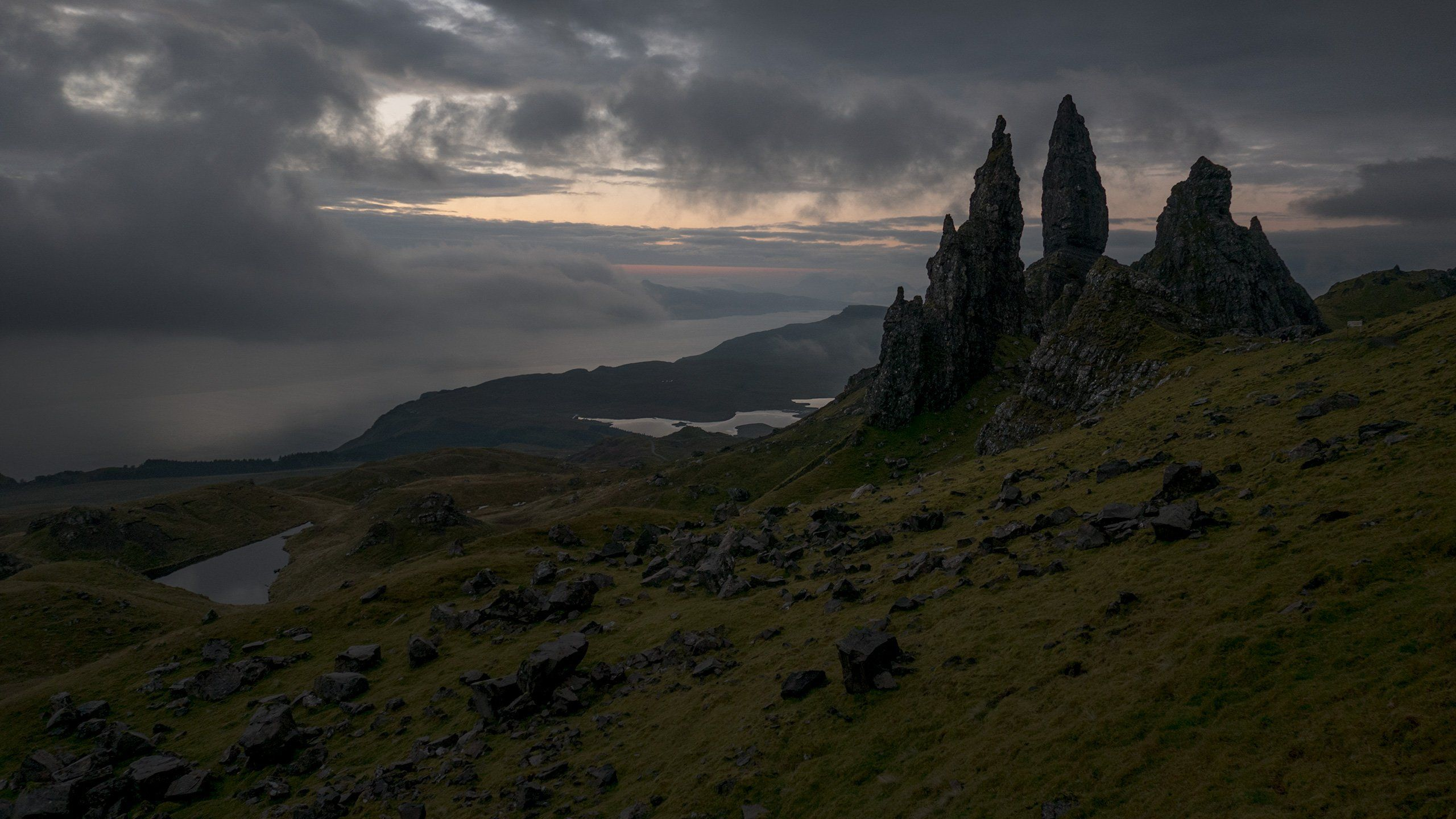 got-up-before-dawn-a-few-days-ago-to-hike-up-to-the-old-man-of-storr-in-scotland-for-sunrise-wallpaper.jpg (2560×1440)