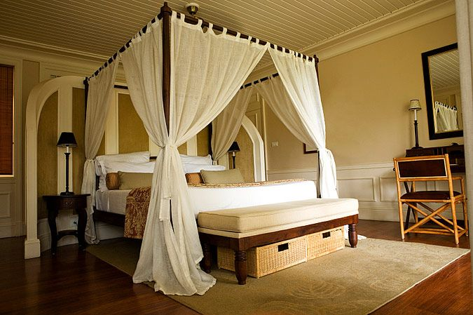 Love the canopy bed/curtains