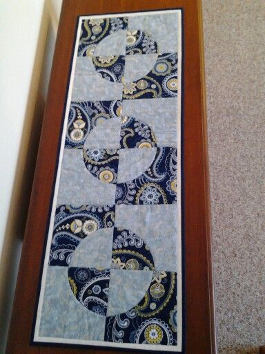 Drunkard's Path table runner