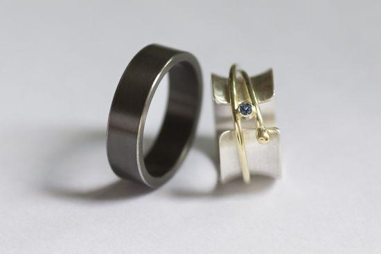 links: zirkonium / rechts: zilver, goud en toermalijn - left: zirkonium / right: silver, gold and tourmalin
