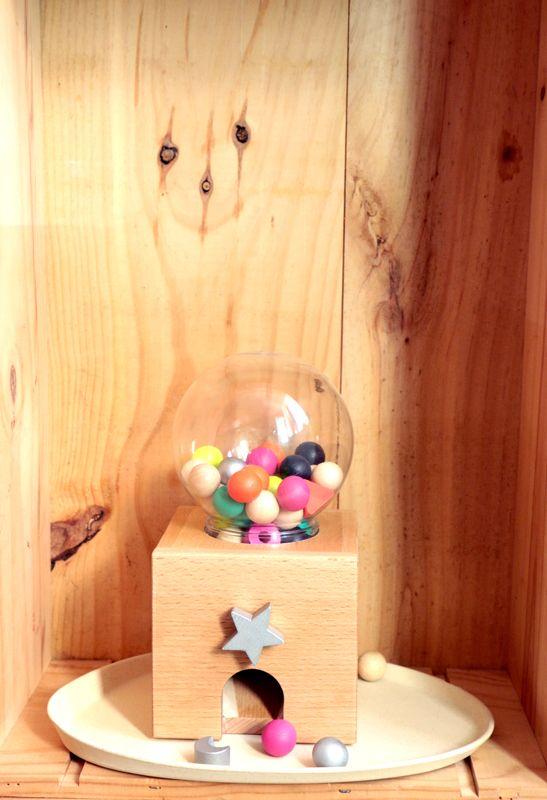 distributeur bonbon kiko from minuscule infini pinterest lit cabane lit et cabane. Black Bedroom Furniture Sets. Home Design Ideas