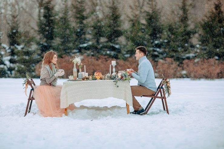 Outdoor winter wedding reception | fabmood.com #wedding #winterwedding #outdoorwedding #snow #bride #weddingcake #peach