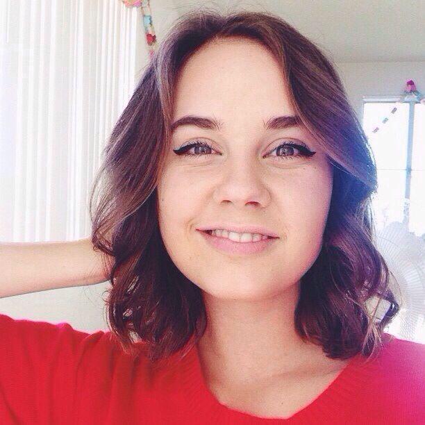 Arden Rose's Cute Shoulder Length Haircut