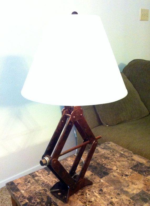 un cric de voiture recycl en lampe m canique pinterest iluminaci n industrial y veladores. Black Bedroom Furniture Sets. Home Design Ideas