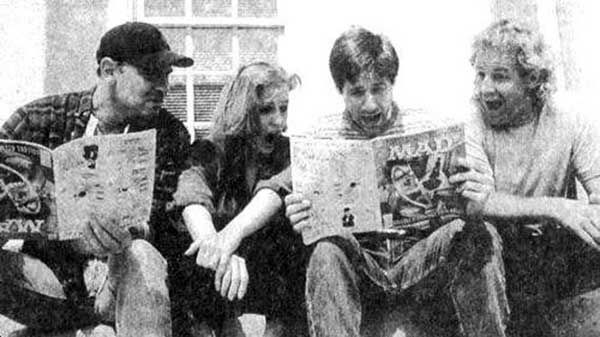 statlerpat:  Mitch Pileggi, Gillian Anderson, David Duchovny and Chris Carter reading MAD on the set of The X-Files.