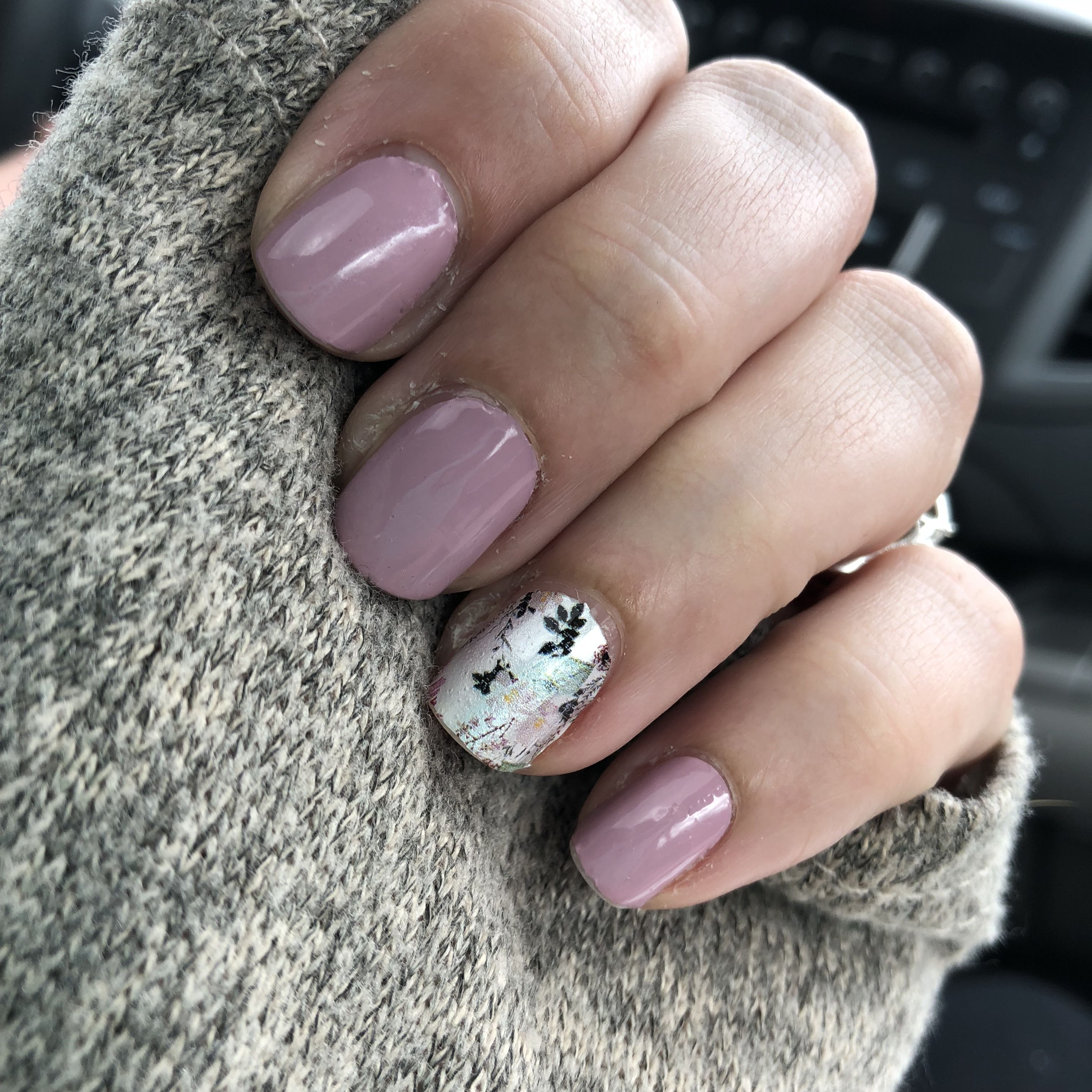 Manchester Mauve With Flora Good Time Accent Nail Colorstreetnails Mandasmanis Color Street Nails Nail Color Combos Accent Nails