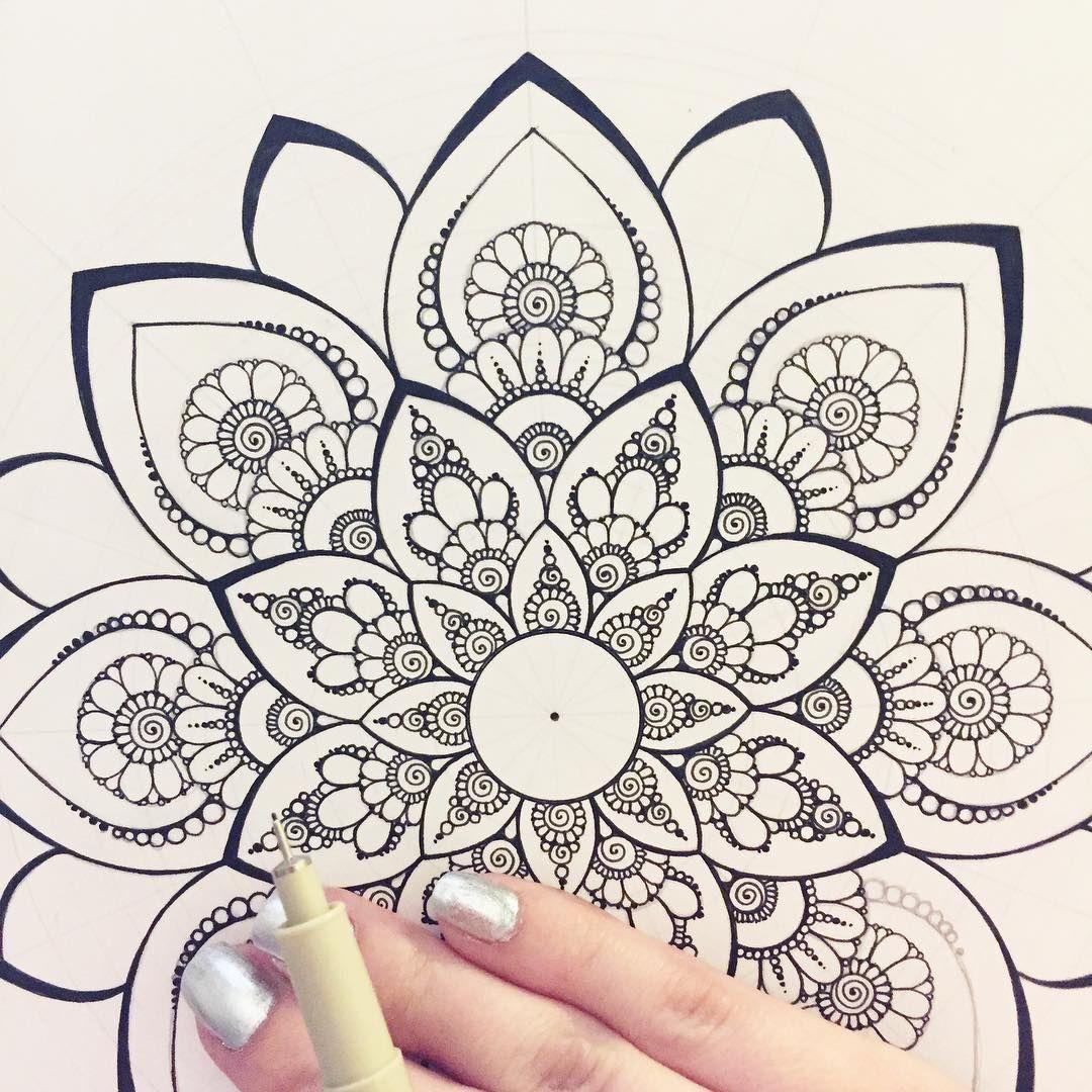 Pin Von Goyis Gudupop Auf Mandalas Ksenya Gromova Mandala Malen Anleitung Mandala Muster Malen Und Zeichnen