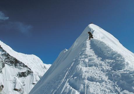 Tapio Autelo matkustaa yleensä ystävien tai vaimon kanssa, mutta vaellusreissuille hän lähtee ilman kavereita. Hän on noussut yli 6 000 metrin korkeuteen Himalajan Island Peakille.