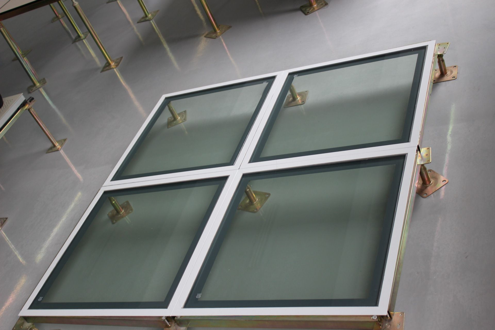 Glass Access Floor Panels | Huiya Raised Floor System | Flooring, Paneling,  Glass panels