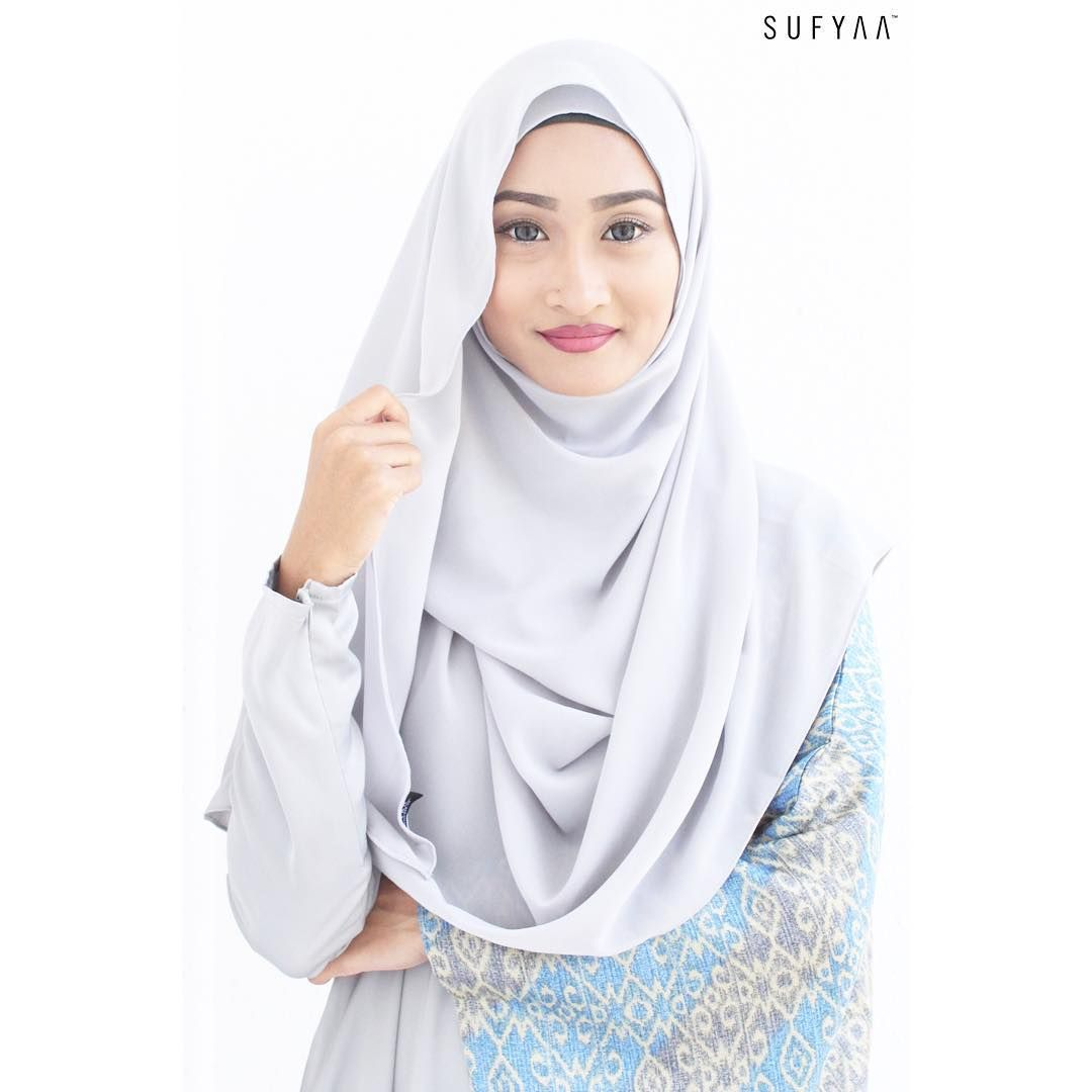 -Drapery Shawl, Light Grey-  Say hello to Ms Drapes, she's an improved version of our previous best seller shawl.  Also, thank you for loving the new look of www.sufyaa.com.sg. We are always improving to serve you better.  #sufyaa #sufyaatradisi #sufyaabespoke #sufyaaatelier #sufyaashowroom #singapore #tanjongkatongcomplex #tudung #tudunginstant #shawl #hijab