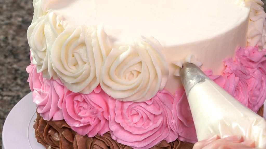 Learn How To Decorate A Cake With Icing In This Online Craftsy Class Cake Decorating Classes Rosette Cake Cake Decorating