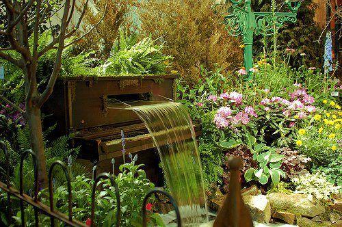Jazz Garden, piano waterfall, 2008 Philadelphia Flower Show, by Bérénice.