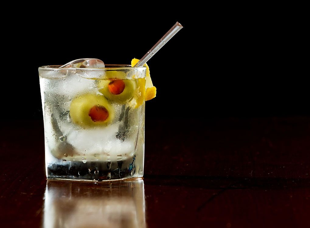 20 Cocktails Every Man Should Know How to Make