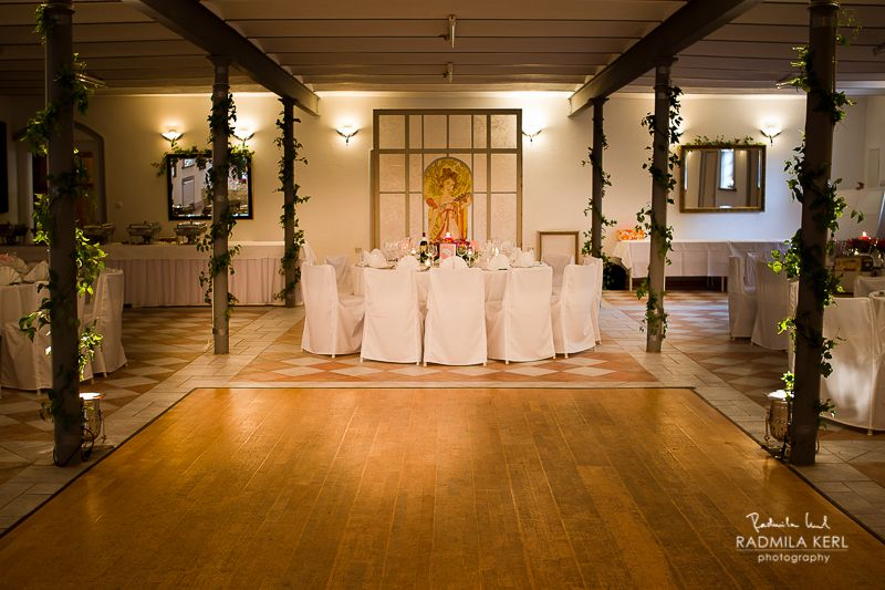 wedding location event location hall table dance floor by © radmila kerl wedding photography munich Hochzeitslocation Eventlocation Parkett Tanzfläche