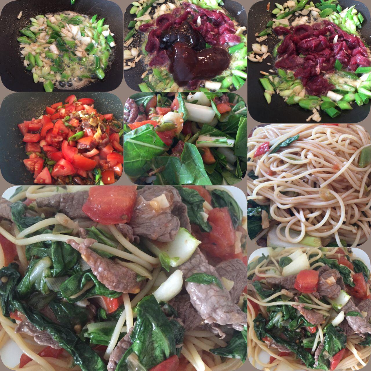 Spaghetti als bami gewokt met wildvlees bosuitjes tomaten en bladgroente met sauzen van @Chansbv. Smakelijke groet @Kookmetmij