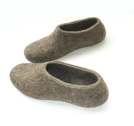 79b331be9c927 Rustic House Slippers woman Woolen Clogs Acorn, brown Indoor Shoes ...