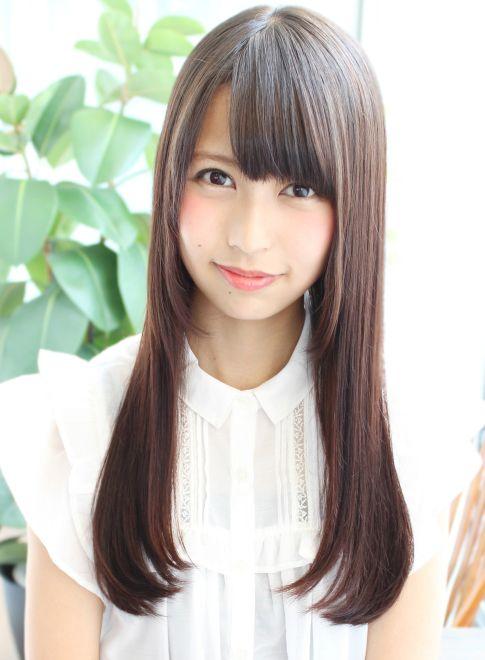 大人可愛い柔らかい質感のストレートロング 髪型ロング ヘアスタイリング 姫カット 髪型