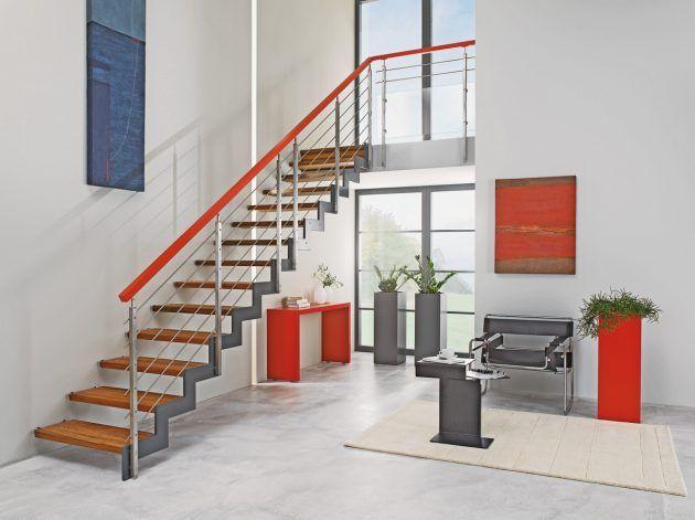 Moderne Treppe aus Metall  orangenes Geländer  Design ...