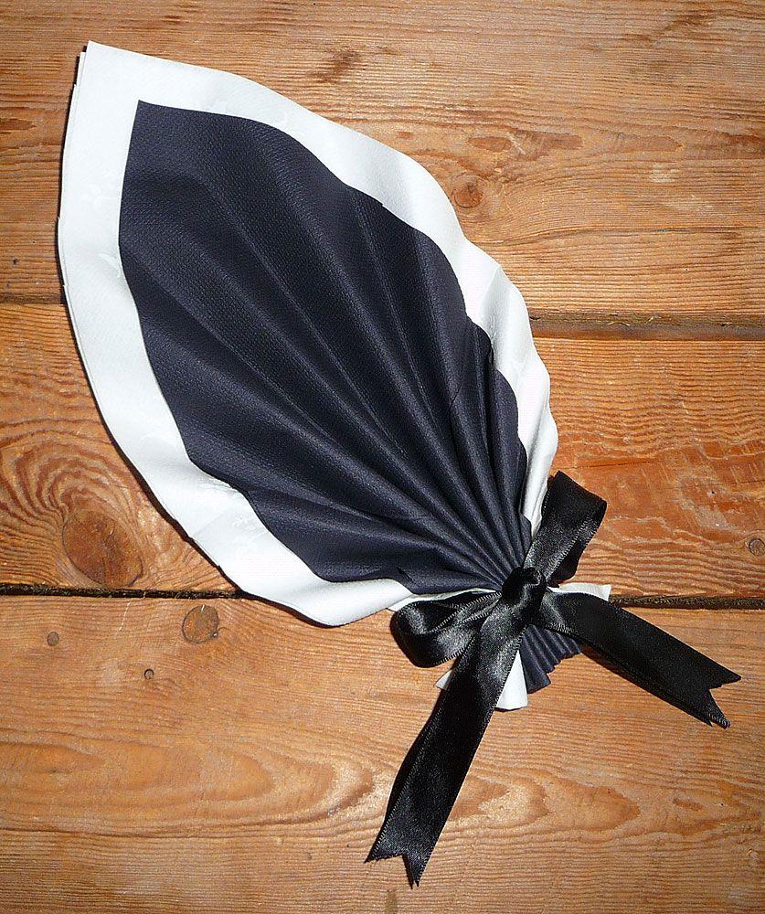 Pingl par monique mormont sur serviette pliage - Pliage de serviette en papier noel ...